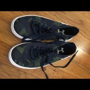 EUC Boys Under Armour Canvas Sneakers Sz 13T